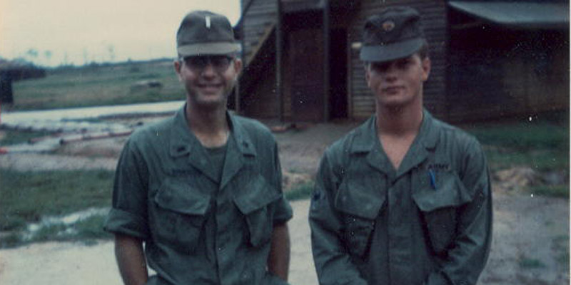 2116_1968_hurst_and_a_lieutenant_-_pleiku